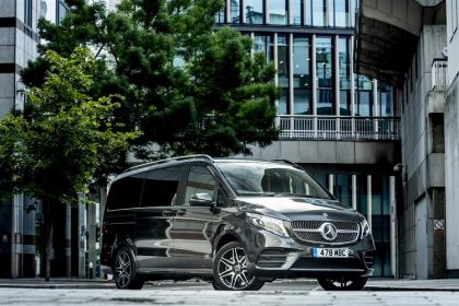 Mercedes-Benz V Class MPV V300 Long 5Dr 2.0 d 239PS AMG Line 5Dr G-Tronic+ [Start Stop] [8Seat]