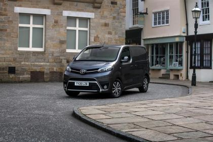 Toyota PROACE Van Medium 2.0 D FWD 120PS Icon Van Manual [Start Stop] [Premium]